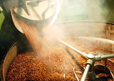 The green coffee, its origins and the roasting process